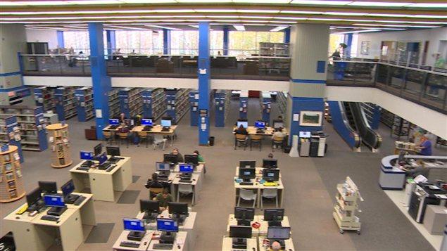 Bibliothèque centrale de Regina, au centre-ville.