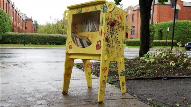 Des bo tes de partage de livres pour les jeunes font leur apparition ici radio - Fabriquer une boite a lire ...