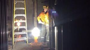 Travailleur d'Hydro Toronto à l'hôtel de ville