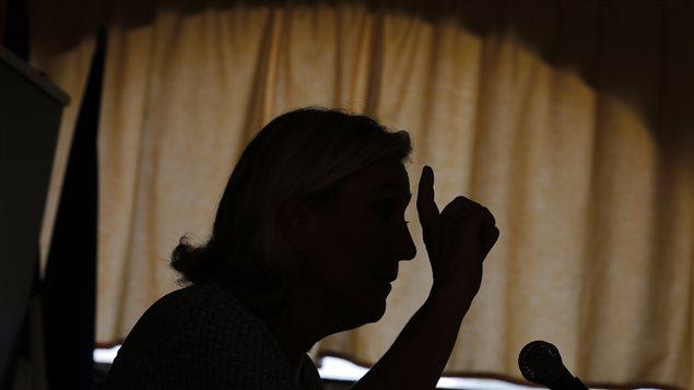 L'ombre de Marine Le Pen, présidente du Front national