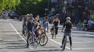 Cyclistes, piste cyclable rue Laurier, Montréal