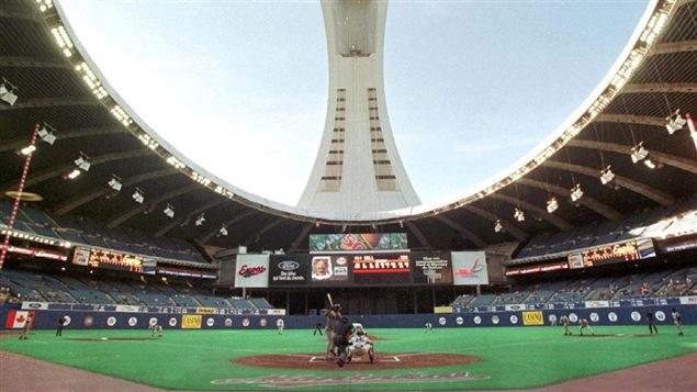 Match des Expos de Montréal en 1991 avec l'ouverture du toit du Stade olympique