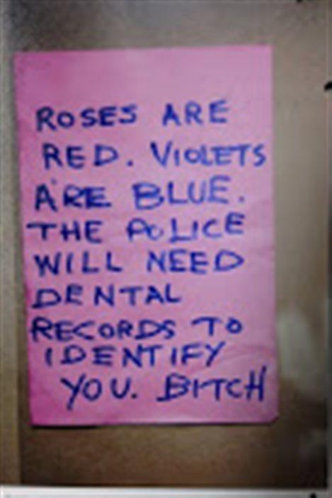 Note trouvée à l'intérieur d'un paquet envoyé à une école de Vancouver et présentée en preuve au procès de Luka Rocco Magnotta