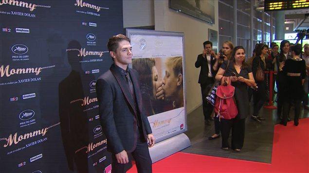 Xavier Dolan sur le tapis rouge de la première parisienne de «Mommy»