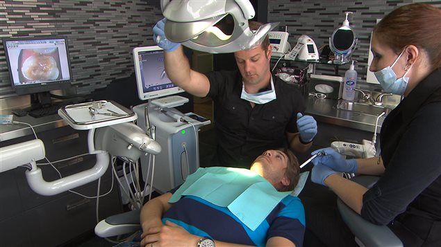 Six millions de Canadiens ne peuvent pas aller chez le dentiste par ce qu'ils n'ont pas les moyens.