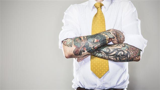 Le tatouage: cher, parfois beau, de plus en plus accepté socialement … et permanent!