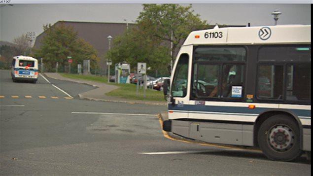 Des autobus de la STS à l'Université de Sherbrooke