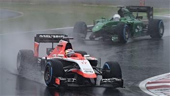 Jules Bianchi devant une Catheram à Suzuka