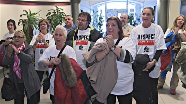 Manifestation au bureau de Jean-Denis Girard