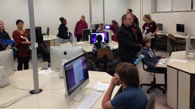 Visite d'une classe d'informatique à l'école Chomedey-de-Maisonneuve