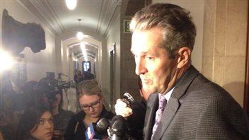 Le chef de l'opposition Brian Pallister s'est adressé aux journalistes tout de suite après le point de presse du premier ministre.