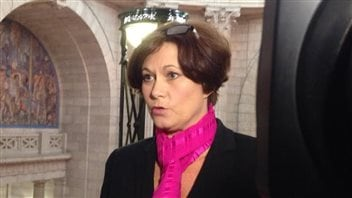Theresa Oswald est du groupe des cinq ministres qui remettent en question le leadership de Greg Selinger.