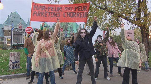 Les manifestants ont dénoncé les politiques du gouvernement Harper.