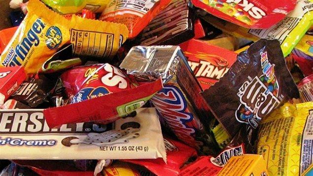 des bonbons et du chocolat