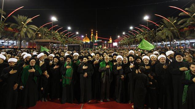 Des chiites musulmans d'Irak célèbrent Achoura à Karbala.