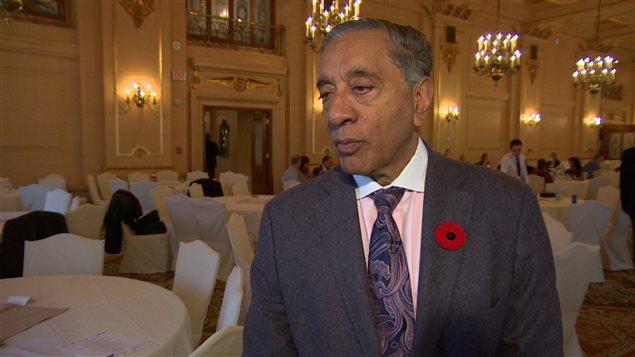 L'ex-procureur général et ex-juge Wally Oppal, de passage à Winnipeg jeudi pour participer à la conférence annuelle de l'Association canadienne de justice pénale le 6 novembre 2014.