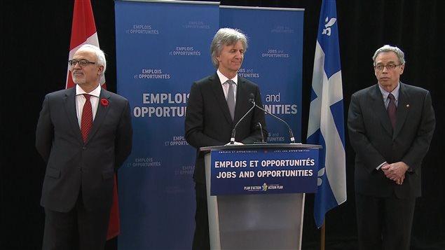 Les ministres des Finances Carlos Laito et Joe OLiver avec, au milieu, Jacques Bernier, associé principal chez Teralys Capital