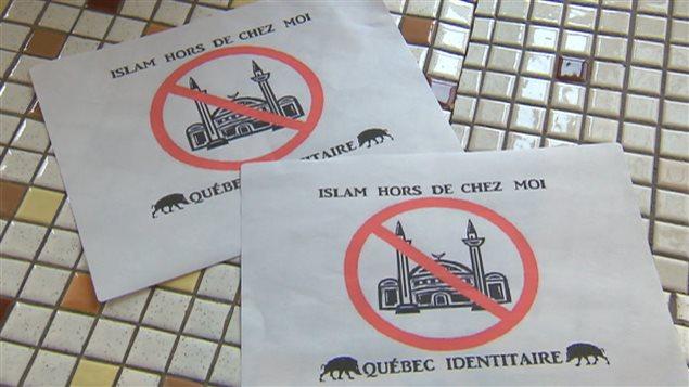 Ces affiches ont été placardées sur trois des cinq mosquées de la ville de Québec.