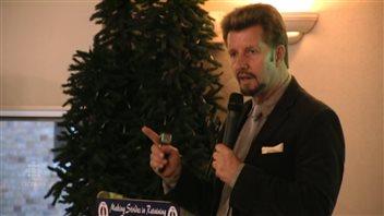 L'Américain Brian Clement affirme que les personnes souffrant du cancer peuvent s'en guérir eux-mêmes.