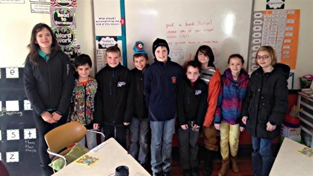 Neuf étudiants de l'école communautaire Riverbend à Moncton