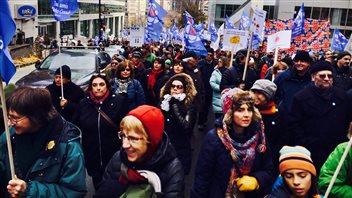 Des milliers de personnes ont manifesté leur soutien à Radio-Canada. (archives)