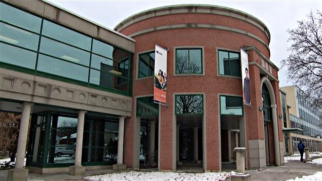La façade de l'Université du Québec en Outaouais (UQO). (nov 2014)