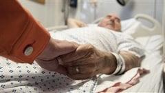 Aide médicale à mourir: la loi fédéralecontestée en Colombie-Britannique