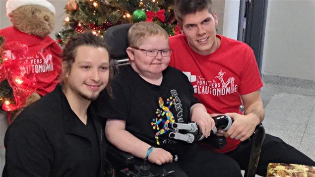 Un bras robotisé en cadeau pour un jeune de Kingsey Falls - ICI.Radio-Canada.ca
