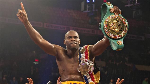 Le boxeur Adonis Stevenson remporte son combat.