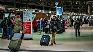 Des voyageurs à l'aéroport d'Ottawa. (23-12-14)
