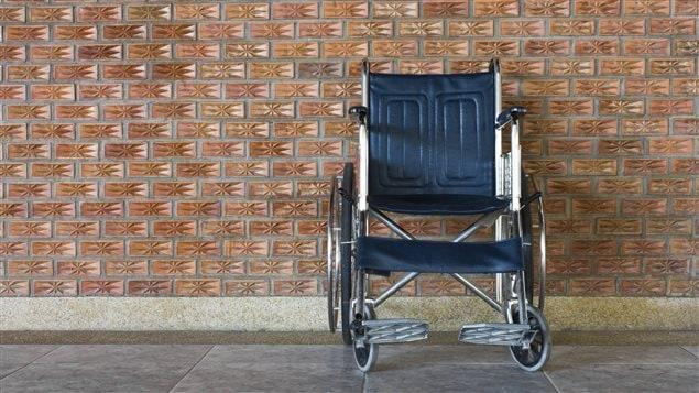 la ressource d 39 aide aux personnes handicap es forc e d 39 arr ter certaines activit s ici radio. Black Bedroom Furniture Sets. Home Design Ideas