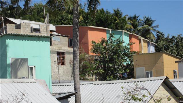 ha ti toujours aux prises avec une crise du logement le 12 janvier 2010 la terre tremblait en. Black Bedroom Furniture Sets. Home Design Ideas