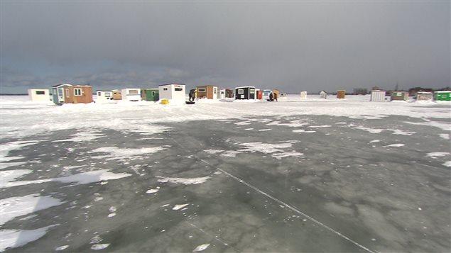 Des cabanes de pêche sur la rivière Rimouski.