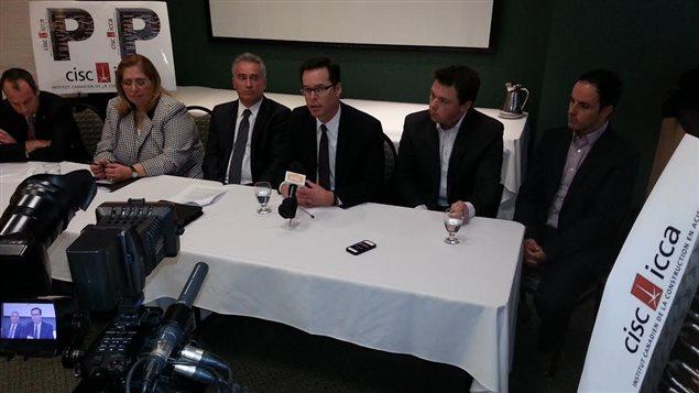 Conférence de presse de représentants de l'Institut canadien de l'industrie de l'acier