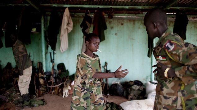 Un jeune soldat au Soudan du Sud en mai 2012