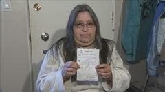 Michelle Labrecque dit avoir reçu une prescription sur laquelle le médecin avait dessiné une bouteille avec un symbole d'interdiction.
