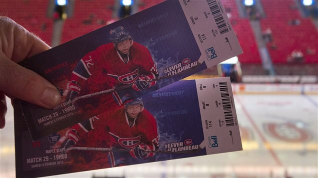 Plusieurs équipes sportives, comme les Canadiens, étudient l'idée de remplacer les billets en papier par des cartes électroniques.