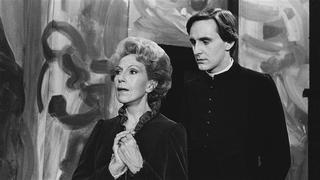 La comtesse (Janine Sutto) et le curé d'Abrincourt (Yves Jacques) en 1981 pour le téléthéâtre «Journal d'un curé de campagne».