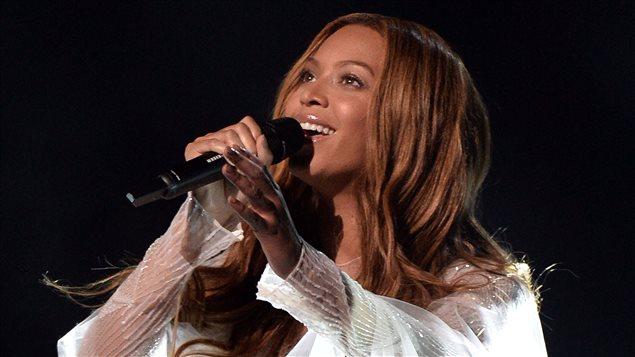 Beyoncé en prestation lors de la soirée des prix Grammy, le 8 février 2015