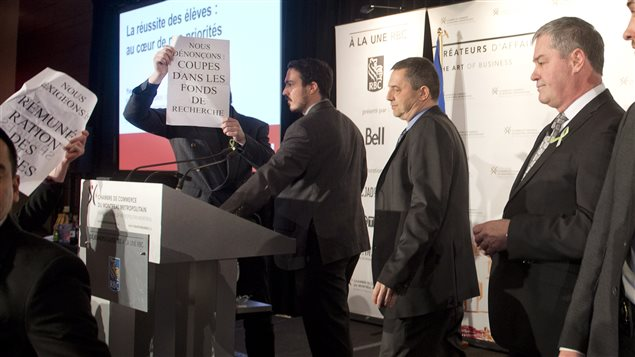 Des manifestants chahutent le ministre bolduc ici radio for Chambre commerce montreal