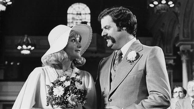Doudou Désiré (Louise Deschâtelets) et Jean-Marie Dupuis (Claude Michaud) dans « Rue des pignons » en 1977.