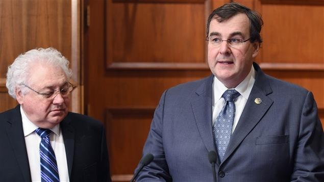 Le ministre québécois de l'Éducation, François Blais (à dr.)