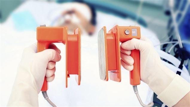 Refroidir le corps après un arrêt cardiaque permettrait d'augmenter les chances de survie.