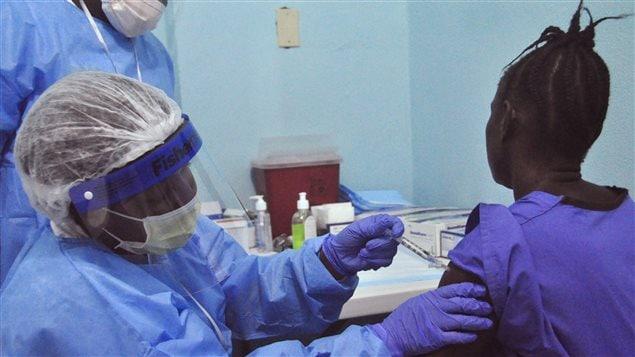 Des vaccins expérimentaux ont aussi été mis à l'essai au Liberia (archives)