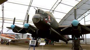Un bombardier Lancaster au musée de l'air et de l'espace de Calgary.