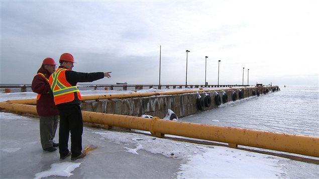 Le projet de traversier pour camions semi-remorques entre Matane et Port-Cartier est à l'étude.