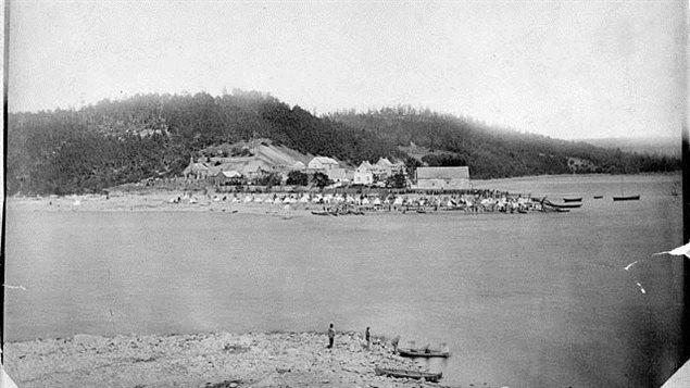 Photo du Fort Témiscamingue en 1876 (près de 100 ans après les aventures de Joseph Godin)