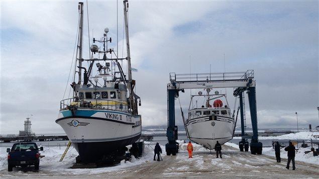 À Sept-Îles, les bateaux se préparent à larguer les amarres.