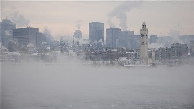 Des nuages de smog dans le centre-ville de Montréal