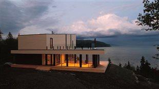 Détail de la couverture du livre <em>Maisons paysage</em> de l'architecte Pierre Thibault